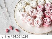 dessert zephyr marshmallows close up. Big zephyr sprinkled with powdered sugar. Valentine's Day concept. Food photography. Стоковое фото, фотограф Nataliia Zhekova / Фотобанк Лори
