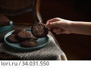 Children's hand takes a cookie from the plate. Стоковое фото, фотограф Nataliia Zhekova / Фотобанк Лори