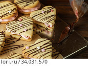 Купить «marshmallow sandwiches decorated with chocolate and little sugar hearts», фото № 34031570, снято 8 февраля 2019 г. (c) Nataliia Zhekova / Фотобанк Лори