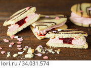 Купить «marshmallow sandwiches decorated with chocolate and little pink sugar hearts», фото № 34031574, снято 8 февраля 2019 г. (c) Nataliia Zhekova / Фотобанк Лори