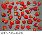 Купить «Strawberry raw fruit on gray slate tray», фото № 34038698, снято 18 мая 2016 г. (c) Nataliia Zhekova / Фотобанк Лори
