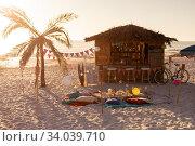 Купить «Blanket and cushions  and a hut on beach», фото № 34039710, снято 25 февраля 2020 г. (c) Wavebreak Media / Фотобанк Лори