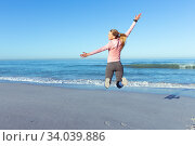 Купить «Caucasian woman spending time seaside wearing sportswear», фото № 34039886, снято 25 февраля 2020 г. (c) Wavebreak Media / Фотобанк Лори