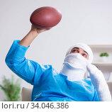 Купить «Injured american football player recovering in hospital», фото № 34046386, снято 12 декабря 2017 г. (c) Elnur / Фотобанк Лори
