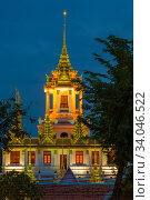 Купить «Вид на вершину буддистского храма Лоха Прасат в вечерние сумерки. Бангкок, Таиланд», фото № 34046522, снято 6 января 2017 г. (c) Виктор Карасев / Фотобанк Лори