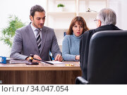 Young woman in courthouse with judge and lawyer. Стоковое фото, фотограф Elnur / Фотобанк Лори