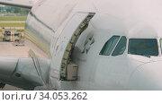 Купить «Widebody airplane before departure», видеоролик № 34053262, снято 14 ноября 2018 г. (c) Игорь Жоров / Фотобанк Лори