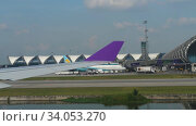 Купить «Airplanes in Suvarnabhumi airport», видеоролик № 34053270, снято 14 ноября 2018 г. (c) Игорь Жоров / Фотобанк Лори
