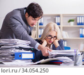 Angry irate boss yelling and shouting at his secretary employee. Стоковое фото, фотограф Elnur / Фотобанк Лори
