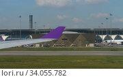 Купить «Airplanes in Suvarnabhumi airport», видеоролик № 34055782, снято 14 ноября 2018 г. (c) Игорь Жоров / Фотобанк Лори