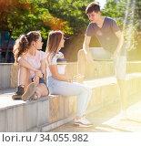 Купить «Teenage friends spending time together on summer streets», фото № 34055982, снято 5 июля 2020 г. (c) Яков Филимонов / Фотобанк Лори