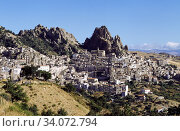 The center was founded in 1900 BC by Morgete Siculo (king of the Sicani) with the name of Galaria, it was already inhabited in prehistoric times and mentioned... Стоковое фото, фотограф Attilio Scimone / age Fotostock / Фотобанк Лори