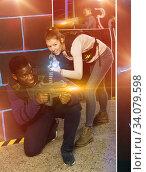 Multiracial couple playing lasertag. Стоковое фото, фотограф Яков Филимонов / Фотобанк Лори