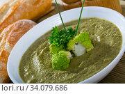 Купить «Healthy broccoli cream soup», фото № 34079686, снято 10 июля 2020 г. (c) Яков Филимонов / Фотобанк Лори