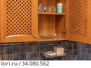 Plates are dried on shelf for dishes. Стоковое фото, фотограф Ольга Сапегина / Фотобанк Лори