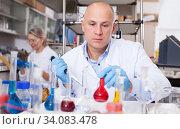 Купить «Lab technician working with reagents», фото № 34083478, снято 24 января 2019 г. (c) Яков Филимонов / Фотобанк Лори