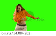 Купить «Young woman dancing against green screen background», видеоролик № 34084202, снято 29 августа 2017 г. (c) Wavebreak Media / Фотобанк Лори