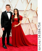 America Ferrera and Ryan Piers Williams at the 92nd Academy Awards held at the Dolby Theatre in Hollywood, USA on February 9, 2020. Стоковое фото, фотограф Zoonar.com/Lumeimages / age Fotostock / Фотобанк Лори