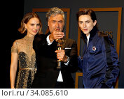 Timothée Chalamet, Natalie Portman, Taika Waititi at the 92nd Academy Awards - Press Room held at the Dolby Theatre in Hollywood, USA on February 9, 2020. Стоковое фото, фотограф Zoonar.com/Lumeimages / age Fotostock / Фотобанк Лори