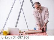 Купить «Old husband contractor in home renovation concept», фото № 34087866, снято 3 июня 2019 г. (c) Elnur / Фотобанк Лори