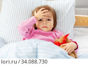sick little girl lying in bed at home. Стоковое фото, фотограф Syda Productions / Фотобанк Лори