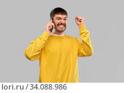 Купить «happy smiling young man calling on smartphone», фото № 34088986, снято 22 февраля 2020 г. (c) Syda Productions / Фотобанк Лори
