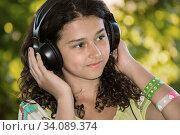Купить «Beautiful girl in a field on summer day», фото № 34089374, снято 19 июля 2014 г. (c) Володина Ольга / Фотобанк Лори
