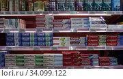 Купить «Shelves with toothpaste in the supermarket», видеоролик № 34099122, снято 7 ноября 2019 г. (c) Яков Филимонов / Фотобанк Лори