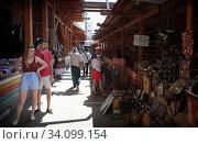 Купить «Вернисаж в Измайлово, молодые люди смотрят на товар», эксклюзивное фото № 34099154, снято 27 июня 2020 г. (c) Дмитрий Неумоин / Фотобанк Лори