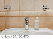 Faucet with Running water in bathroom sink. Стоковое фото, фотограф Ольга Сапегина / Фотобанк Лори