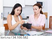 Girl asks cash. Стоковое фото, фотограф Яков Филимонов / Фотобанк Лори