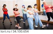 Купить «Kids training hip hop in dance studio», фото № 34100654, снято 15 июля 2020 г. (c) Яков Филимонов / Фотобанк Лори