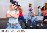 Купить «Kids training hip hop in dance studio», фото № 34100690, снято 30 июня 2020 г. (c) Яков Филимонов / Фотобанк Лори