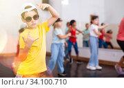 Купить «Kids training hip hop in dance studio», фото № 34100710, снято 30 июня 2020 г. (c) Яков Филимонов / Фотобанк Лори