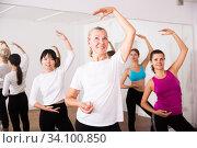 Cheerful different ages women learning swing steps at dance class. Стоковое фото, фотограф Яков Филимонов / Фотобанк Лори