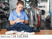 Купить «Worker of laundry writing receipt», фото № 34100894, снято 9 мая 2018 г. (c) Яков Филимонов / Фотобанк Лори