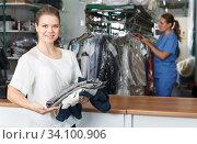 Купить «Happy customer of dry cleaner», фото № 34100906, снято 9 мая 2018 г. (c) Яков Филимонов / Фотобанк Лори