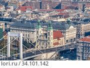 Купить «Historical part of city Budapest, Hungary with old buildings and Elisabeth Bridge.», фото № 34101142, снято 3 ноября 2015 г. (c) Ярослав Данильченко / Фотобанк Лори