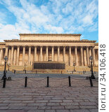 Купить «St George Hall concert halls and law courts on Lime Street in Liverpool, UK.», фото № 34106418, снято 4 июля 2020 г. (c) easy Fotostock / Фотобанк Лори