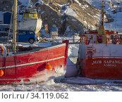 Winter im Hafen der Stadt Ilulissat an der Disko Bucht in Westgroenland, Zentrum fuer Tourismus, Verwaltung und Wirtschaft. Nordamerika, Groenland, Daenemark. Стоковое фото, фотограф Martin Zwick / age Fotostock / Фотобанк Лори