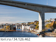 Kristiansund bridge. Norwegian town (2016 год). Стоковое фото, фотограф EugeneSergeev / Фотобанк Лори