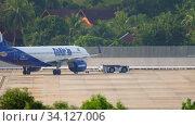 Купить «Airplane Airbus 320 pushing back», видеоролик № 34127006, снято 29 ноября 2019 г. (c) Игорь Жоров / Фотобанк Лори