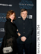 Mark Hamill and Marilou York at the World premiere of Disney's 'Star Wars: The Rise Of Skywalker' held at the Dolby Theatre in Hollywood, USA on December 16, 2019. Стоковое фото, фотограф Zoonar.com/Lumeimages.com / age Fotostock / Фотобанк Лори