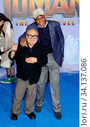 Danny DeVito and Danny Glover at the World premiere of 'Jumanji: The Next Level' held at the TCL Chinese Theatre in Hollywood, USA on December 9, 2019. Стоковое фото, фотограф Zoonar.com/Lumeimages.com / age Fotostock / Фотобанк Лори