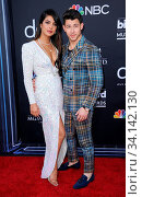 Priyanka Chopra and Nick Jonas at the 2019 Billboard Music Awards held at the MGM Grand Garden Arena in Las Vegas, USA on May 1, 2019. Стоковое фото, фотограф Zoonar.com/Lumeimages.com / age Fotostock / Фотобанк Лори