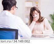 Купить «Male doctor talking to patient with nose operation surgery», фото № 34149002, снято 30 ноября 2017 г. (c) Elnur / Фотобанк Лори