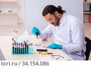 Купить «Young male chemist working in the lab», фото № 34154086, снято 17 марта 2020 г. (c) Elnur / Фотобанк Лори