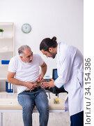 Купить «Patient suffering from diabetes visiting doctor», фото № 34154386, снято 3 октября 2019 г. (c) Elnur / Фотобанк Лори