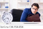 Businessman in rush trying to meet deadline. Стоковое фото, фотограф Elnur / Фотобанк Лори