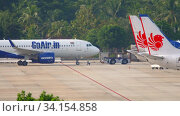 Купить «Airplane Airbus 320 pushing back», видеоролик № 34154858, снято 29 ноября 2019 г. (c) Игорь Жоров / Фотобанк Лори